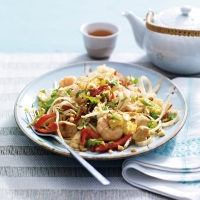 chicken-and-prawn-pad-thai