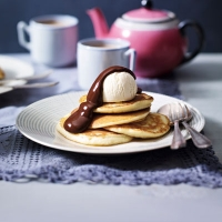 Perfect buttermilk pancakes with chocolate sauce