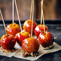Crunchy-bottomed toffee apples