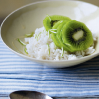 Honeyed kiwi with coconut rice pudding