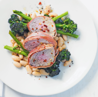 Herbed pork with broccoli & white beans
