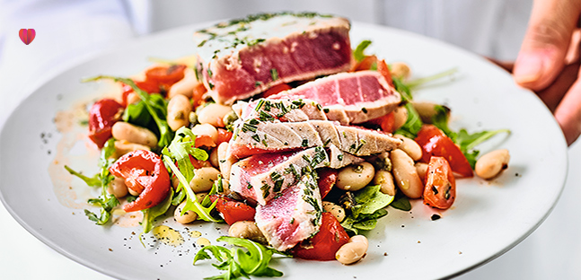 Seared tuna & puttanesca bean salad