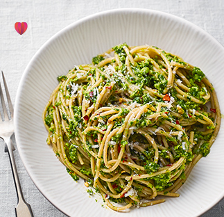 Wholewheat pasta with kale, pea and walnut pesto