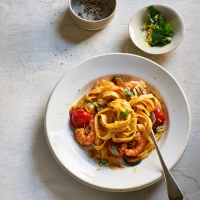 Tagliatelle with cherry tomatoes, courgettes and prawns