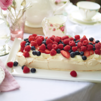 Berry meringue tart