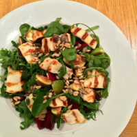 Healthychefsteph's Grilled halloumi, fresh fig and beetroot salad