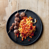 Meatball skewers with tagliatelle