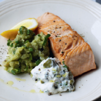 Salmon with mushy peas and light tartare sauce