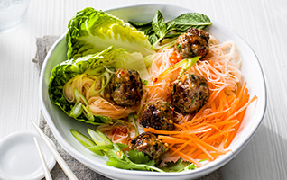 Fragrant pork meatballs with rice noodles