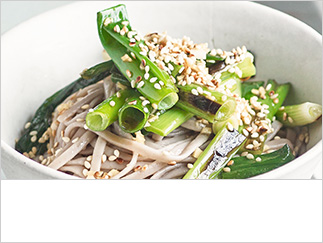 Grilled salad onion and sesame soba noodles