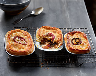 Chestnut mushroom & red onion pies