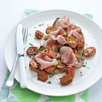 Mediterranean ham and tomatoes on toast