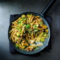 Penne with sprouts & pancetta