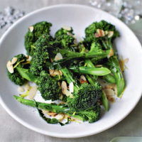 Broccoli with olive oil, lemon and almonds