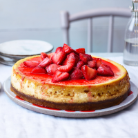 Baked strawberry cheesecake