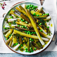 Braised salad onions and peas