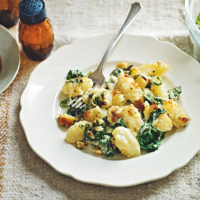 Cheese gnocchi with spinach and walnuts