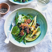 Chorizo, spinach & avocado salad