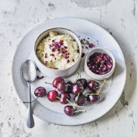 Cold rose-scented rice pudding with fresh cherries