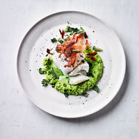 Cod fillet with crispy bacon & pea purée