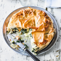 Greek chicken, leek & dill pie