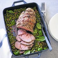 Roast beef with pink peppercorns, peas & basil
