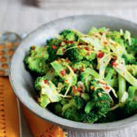 Stir-fried broccoli with garlic, ginger and chilli