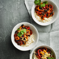 Speedy pepper & black bean chilli