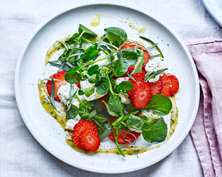 Strawberry, tarragon and goats' cheese salad