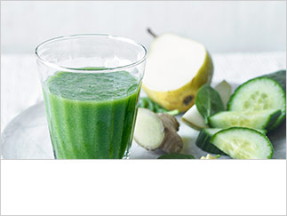 Cucumber, pear, ginger & spinach smoothie