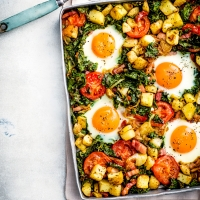 Bacon, egg and kale oven hash
