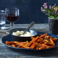 Baked parmesan carrot chips with aioli