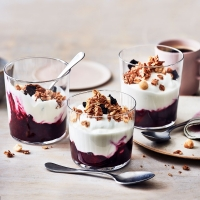 Berry-yogurt-pots