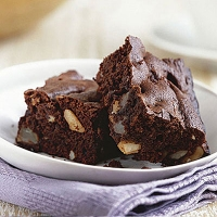Chocolate brownies with pears and brazil nuts