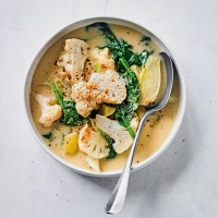 Chunky cauliflower & spinach chowder