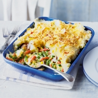 Creamy gammon and vegetable pie
