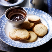 Ginger & honey biscuits with chocolate & honey dip