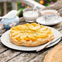Mango tarte tatin with coconut cream