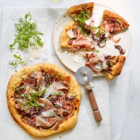 Proscuitto-and-fig-pizzas