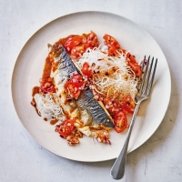 Sea bass with five spice & tangy tomato sauce