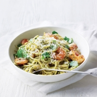 Spaghetti with prawns and coriander cashew pesto