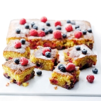 Summer berry cake with polenta
