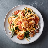 Tomato-&-spinach-bucatini
