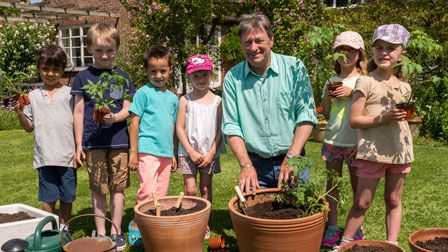 Alan Titchmarsh's Summer Garden - Four great plants to grow with kids