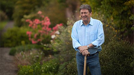 Alan Titchmarsh's Summer Garden - how to feed your plants