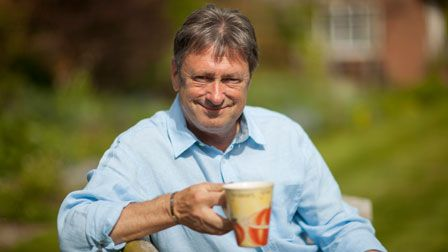 Alan Titchmarsh's Summer Garden - How to make a lawn using seed
