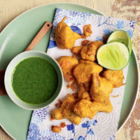 Fried cauliflower with herb dipping sauce