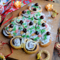 Lavender and Lovage's tear & share Xmas tree cinnamon rolls