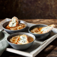 Roast onion soup with roquefort toasts