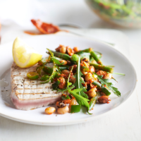 Seared tuna with pesto bean salad